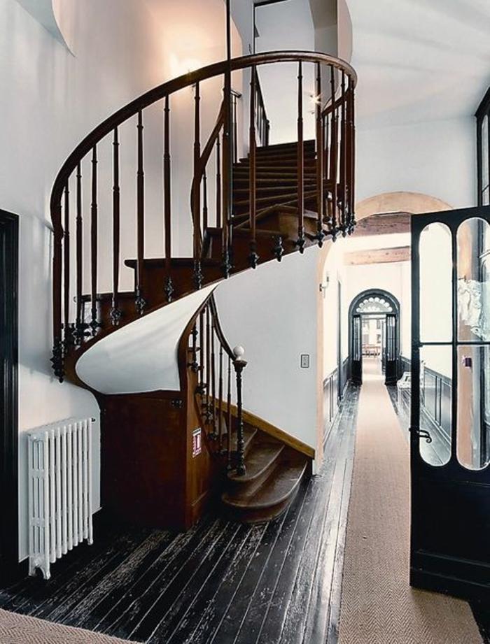 1-escalier-tournant-et-escalier-quart-tournant-pour-un-entre-ultra-chic-comment-bien-choisir-un-escalier-quart-tournant