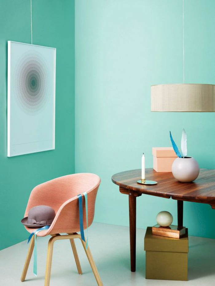 1-fauteuil-cabriolet-pas-cher-rose-pale-et-murs-bleus-clair-meubles-modernes-pour-le-salon