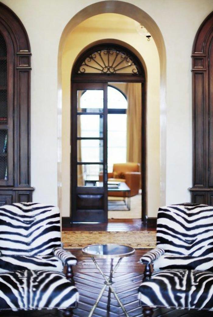 1-fauteuil-zèbre-pour-le-salon-moderne-fauteuil-zebre-a-poser-chez-vous