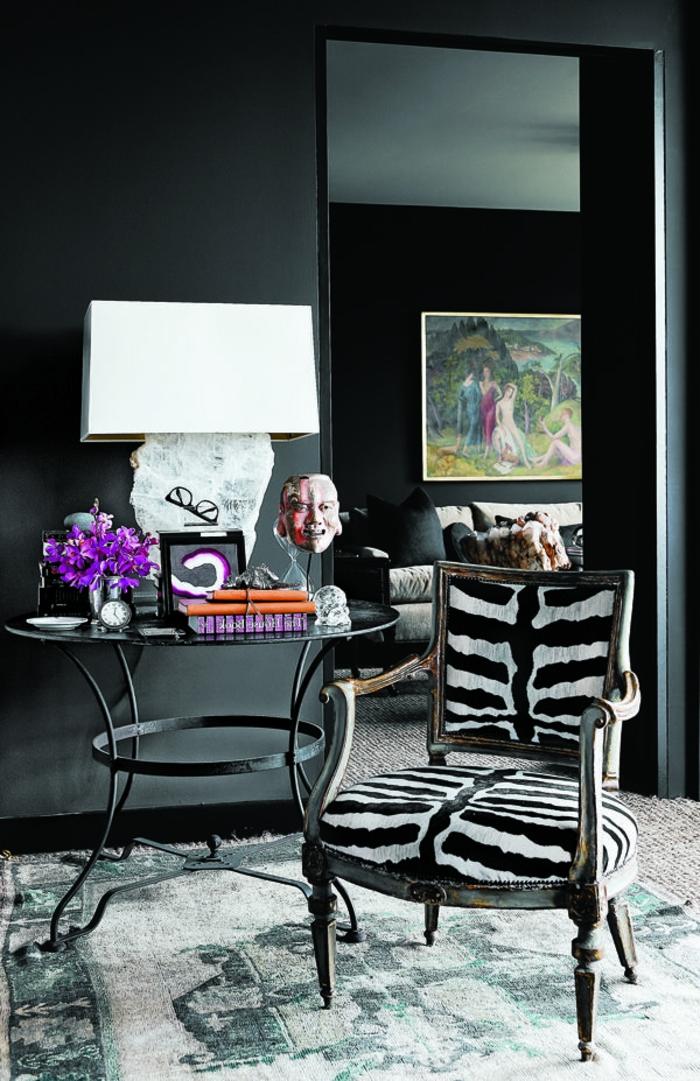 1-fauteuil-zebre-pour-le-salon-moderne-chaise-blanc-noir-et-joli-lampe-de-salon-blanche