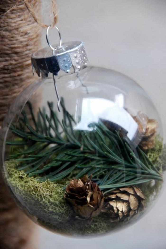 1-idee-deco-sapin-de-noel-avec-boules-de-noel-a-decorer-boule-de-Noël-pour-le-sapin-avec-boules-transparentes