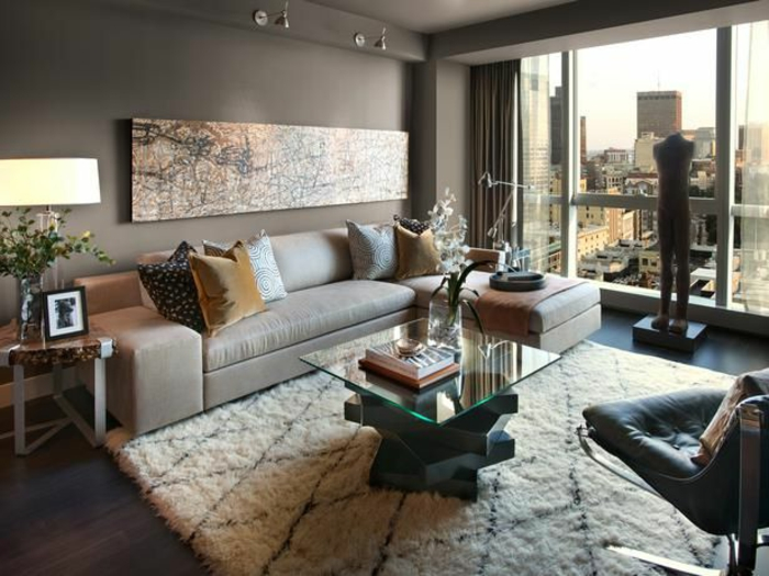 1-joli-appartement-moderne-d-esprit-contemporain-couleur-taup-egrande-fentere-table-basse-ikea-table-de-salon-en-verre