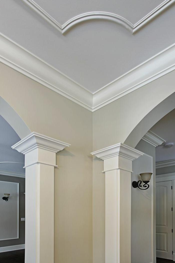 1-joli-design-de-la-moulure-décorative-pour-le-plafond-et-pour-les-murs-comment-bien-choisir-la-moulure
