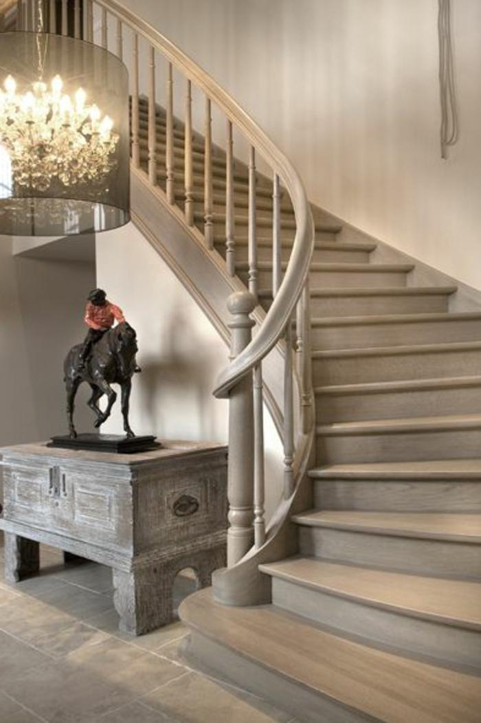 L 39 escalier tournant en 40 jolies photos for Quelle peinture pour escalier bois