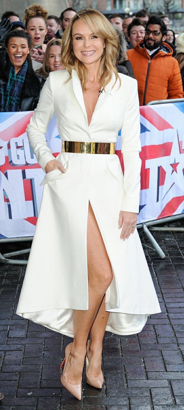 1-joli-manteau-d-hiver-blanc-manteau-cintré-femme-blonde-manteau-femme-porte-par-les-vedettes