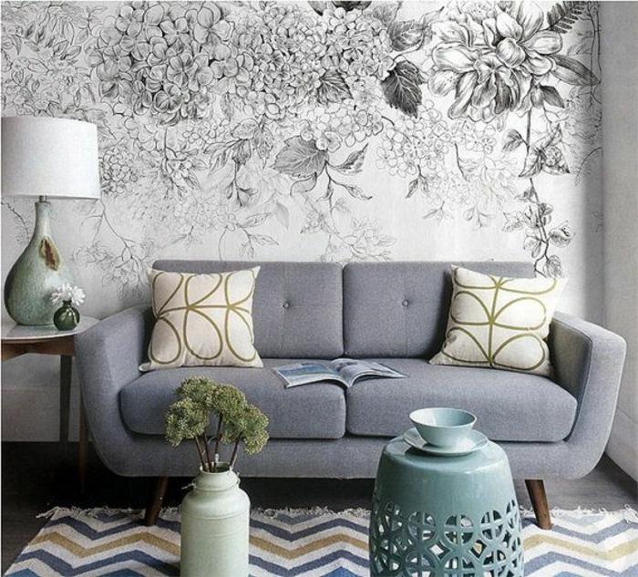 1-joli-papier-peint-leroy-merlin-dans-le-salon-moderne-avec-canape-gris-et-tapis-a-rayures-colorés