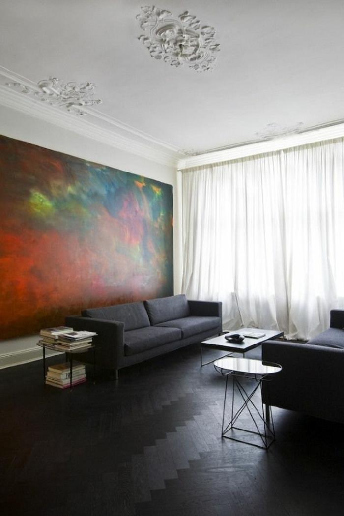 1-joli-salon-art-avec-savon-noir-parquet-petite-table-de-salon-et-canape-gris-peinture-art-murale