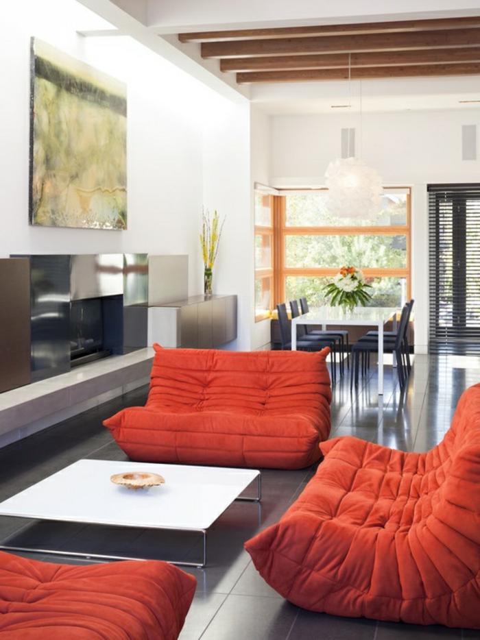 1-joli-salon-avec-meubles-basses-en-orange-sol-en-carrelage-gris-mur-blanc-table-basse-blanche