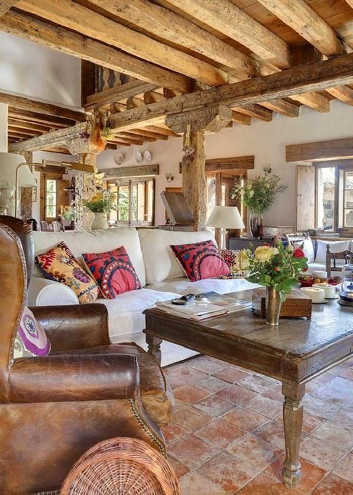 1-joli-salon-de-style-rustique-dans-la-maison-familiale-et-rurale-a-la-campagne-sol-en-carrelage