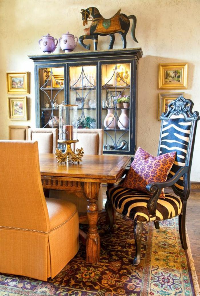 1-jolie-chaise-baroque-blanche-et-noire-fauteuil-zebre-et-un-petit-fauteuil-crapaud-pour-le-salon-baroque