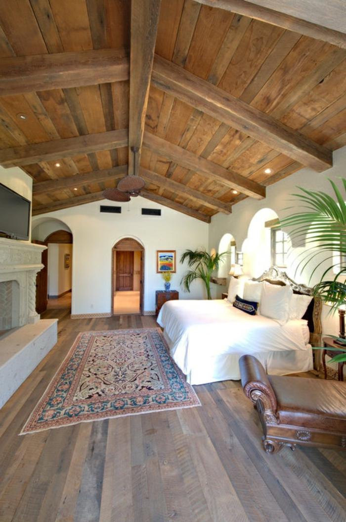 1-jolie-chambre-a-coucher-de-style-rustique-avec-plafond-en-bois-clair-sol-en-bois-tapis-berbere