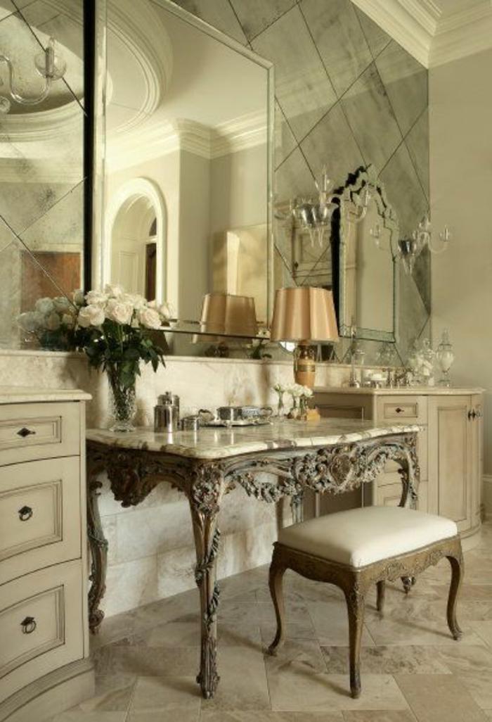 1-jolie-coiffeuse-conforama-de-style-retro-chic-et-baroque-sol-en-carrelage-beige-et-miroir-grand