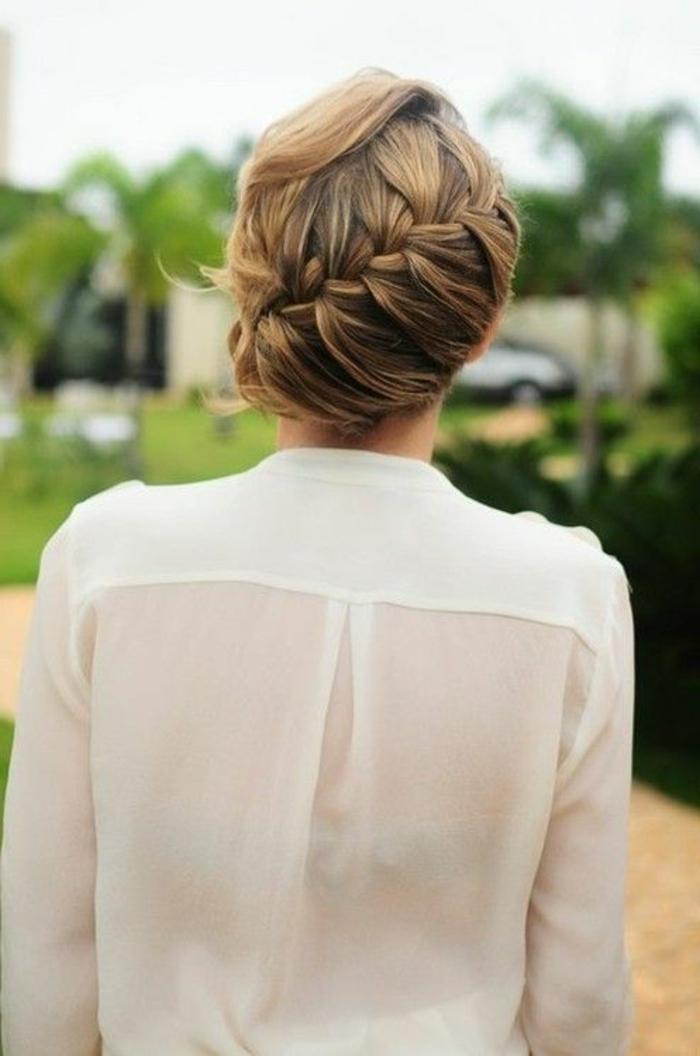 1-jolie-coiffure-facile-a-faire-soi-meme-chemise-blanche-pour-les-filles-qui-aime-la-mode