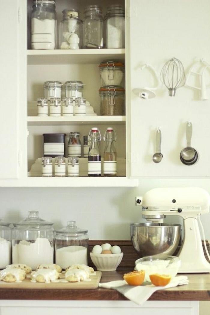 1-jolie-cuisine-avec-bocaux-en-verre-bocaux-conserve-pour-la-cuisine-moderne