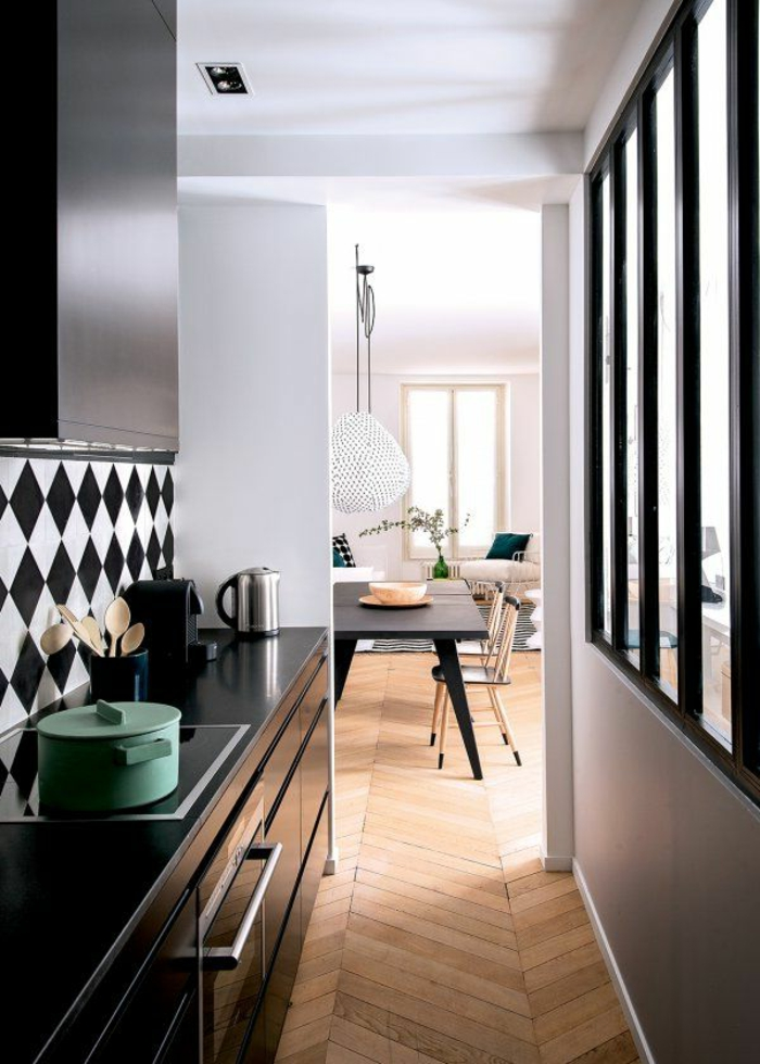 cuisine avec sol damier noir et blanc. Black Bedroom Furniture Sets. Home Design Ideas