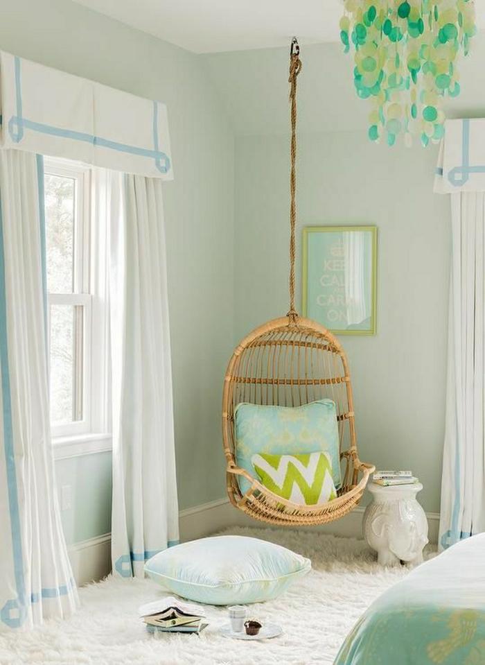1-jolie-decoration-pour-la-chambre-de-fille-ado-de-couleur-vert-avec-chaise-bercante-en-bois-clair-mur-bleu-clair