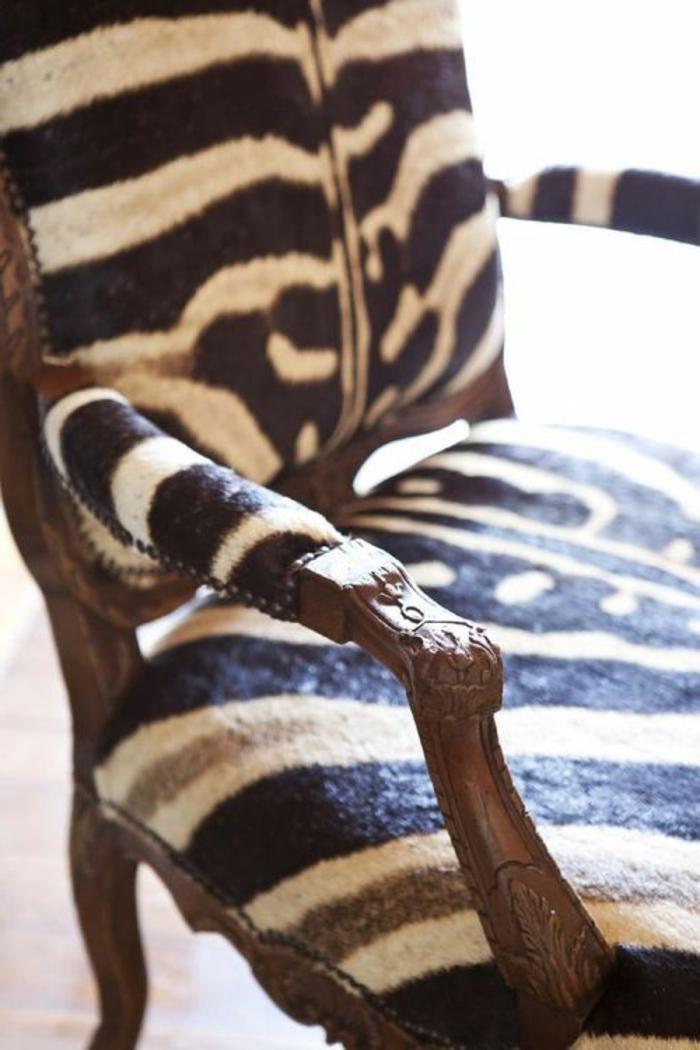 1-jolie-fauteuil-zèbre-en-bois-et-peau-d-animal-zebre-comment-choisir-une-fauteuil-zebre