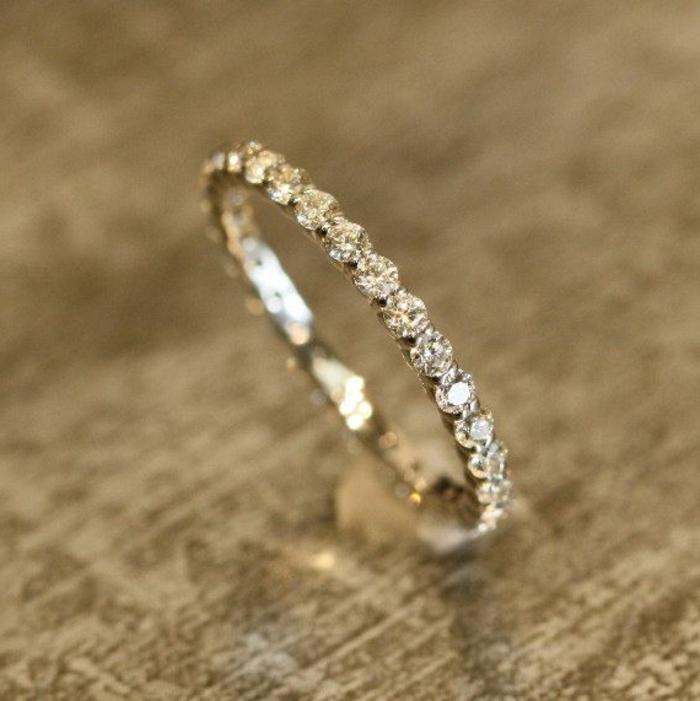 1-jolie-noce-de-mariage-en-or-et-diamants-comment-bien-choisir-votre-bague-de-mariage-cartier