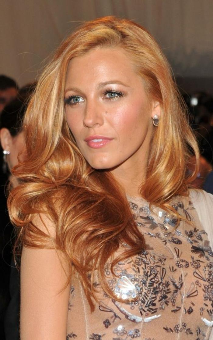 1-la-meilleure-couleur-de-cheveux-blond-cuivré-pour-les-stars-jolie-fille-avec-cheveux-blonds-et-yeux-bleus