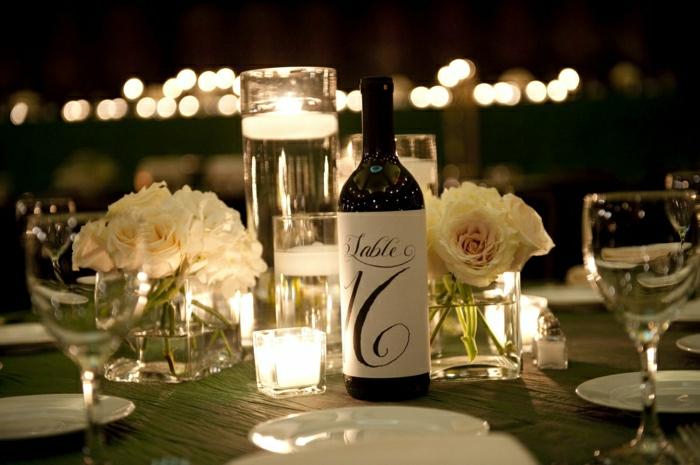 Comment choisir la meilleure bouteille de vin personnalis e - La bouteille sur la table ...