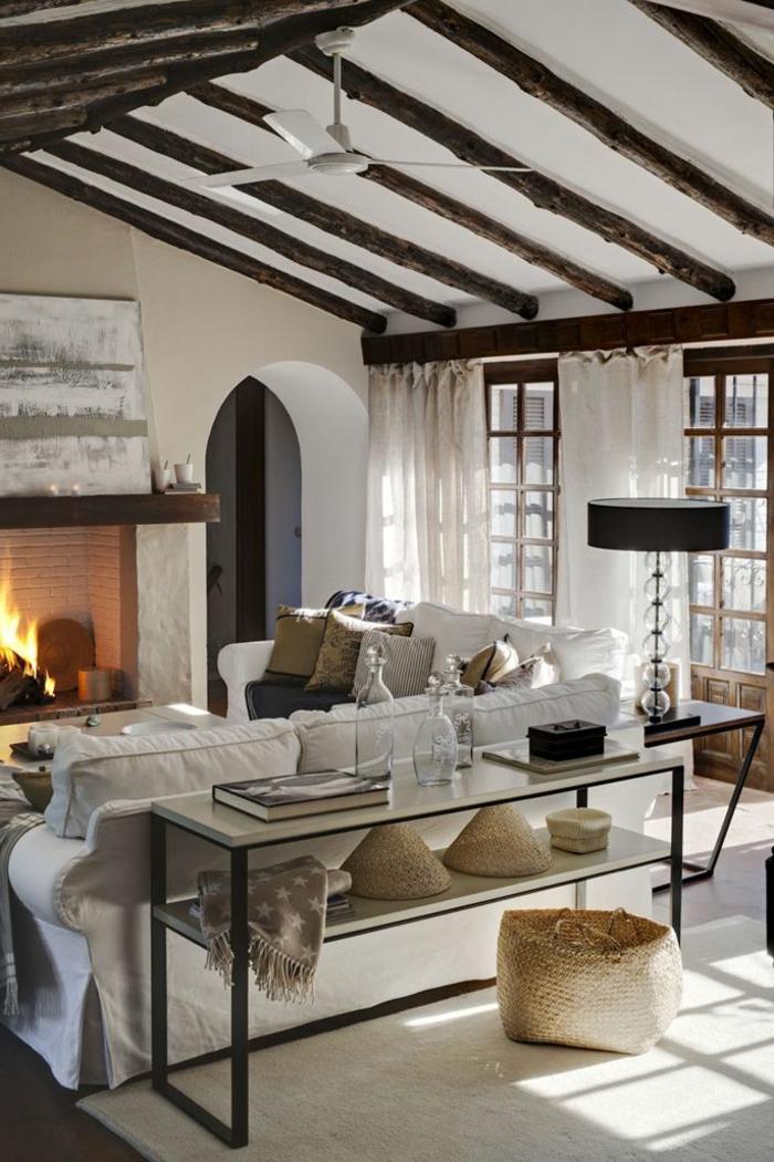 1-la-meilleure-maison-familiale-et-rurale-cheminee-d-interieur-dans-le-salon-sous-pente