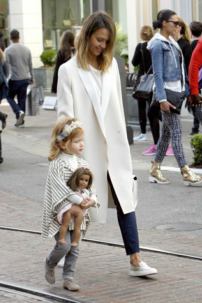 1-le-manteau-d-hiver-blanc-manteau-cintré-femme-blanc-porte-par-les-vedettes