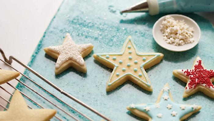 1-les-meilleurs-bredele-alsacien-sur-la-table-de-noel-comment-decorer-un-biscuit-de-noël-jolie-idee