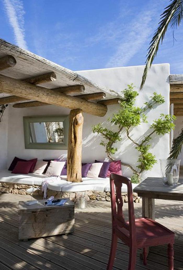 1-maisons-familiales-de-vacances-sol-en-planchers-bois-canape-avec-coussins-deoratifs