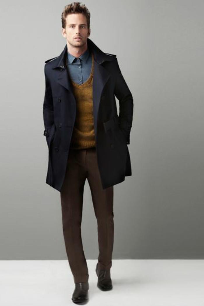 1-manteau-long-homme-manteau-homme-zara-de-couleur-bleu-foncé-avec-chemise-en-denim-et-pantalon-noir