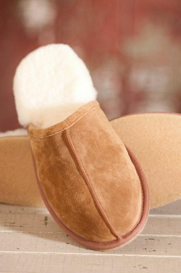 1-pantoufles-charentaises-pantoufles-homme-de-couleur-beige-pour-avoir-chaud-chez-vous