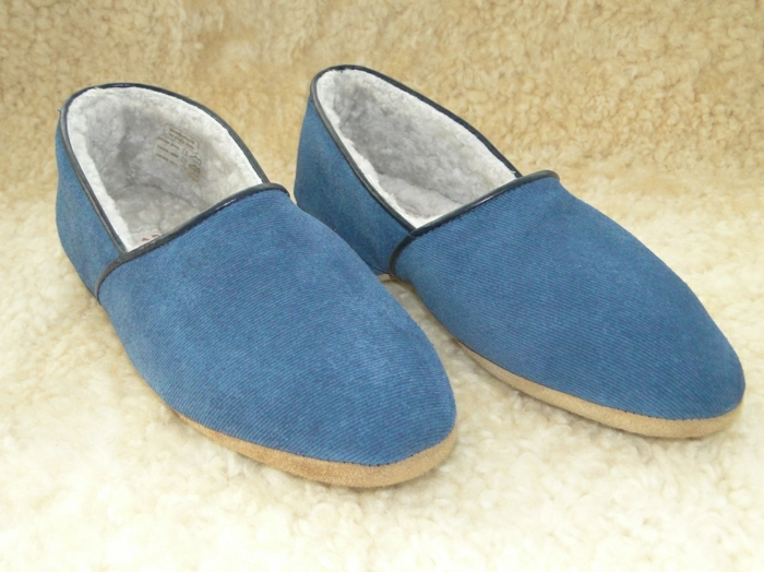 1-pantoufles-charentaises-pantoufles-homme-de-couleur-bleu-foncé-pour-avois-chaud-chez-sois