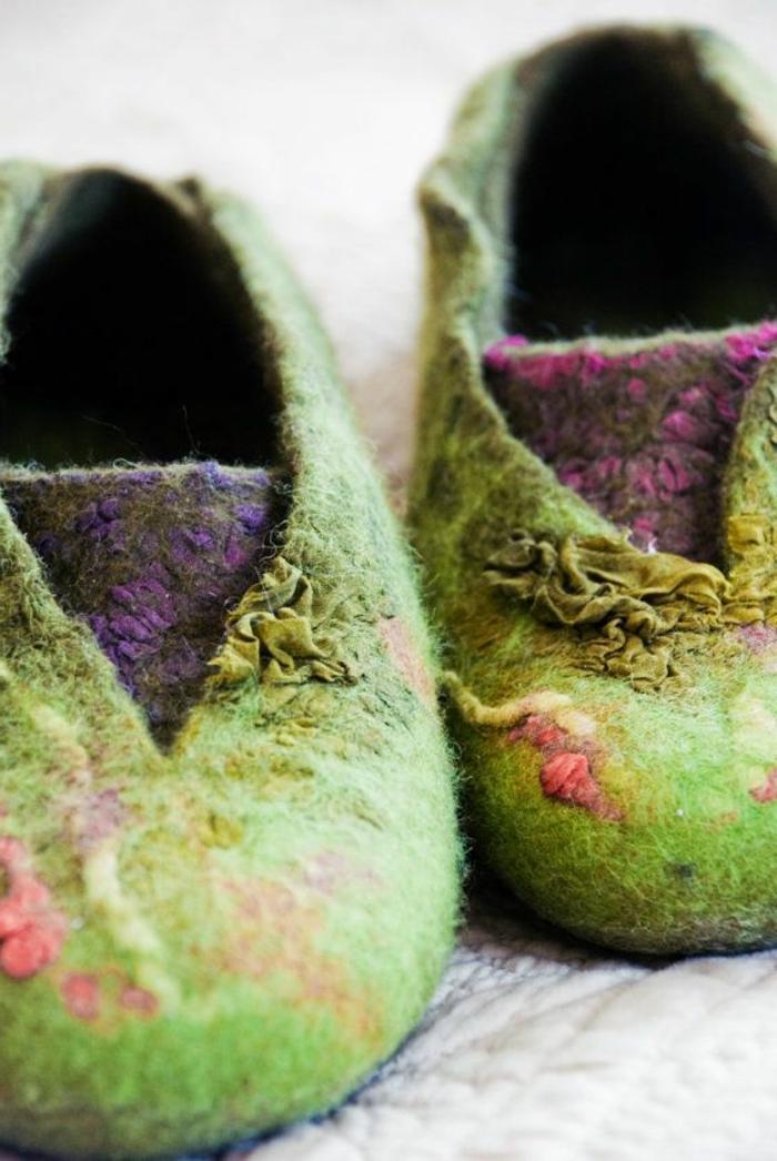 1-pantoufles-hommes-chausson-isotoner-vert-et-rouge-pour-avoir-chaud-chez-vous