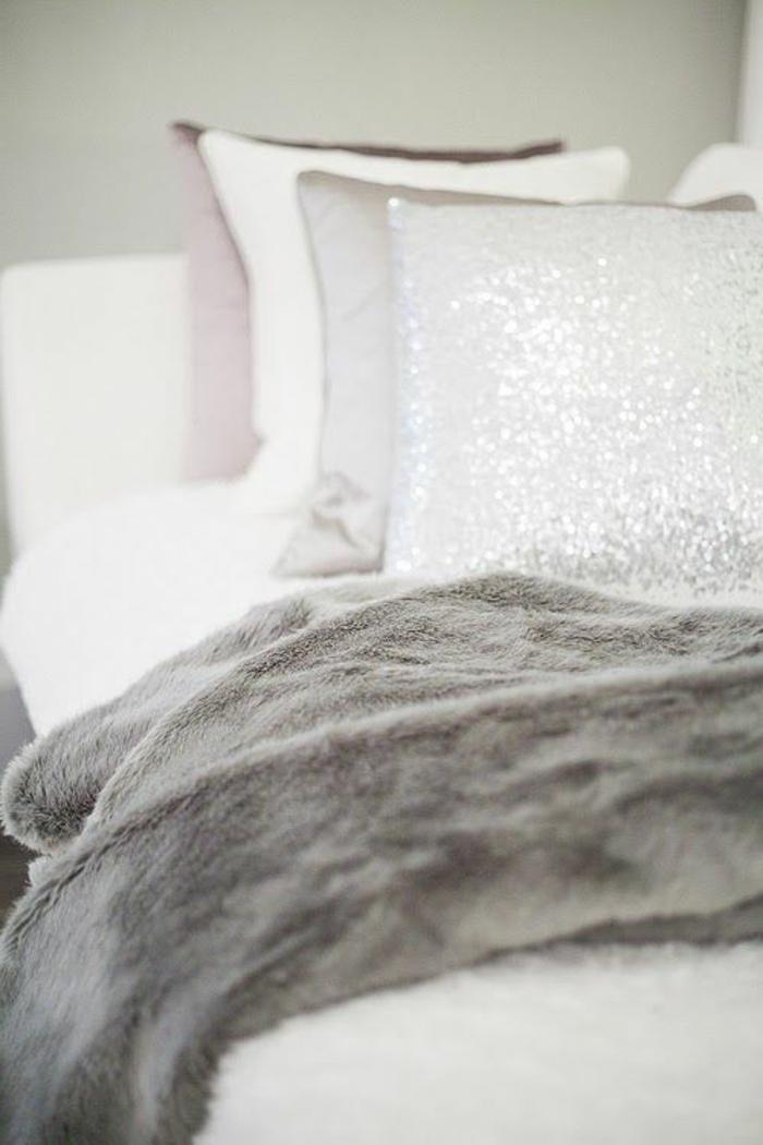 1-plaid-fausse-fourrure-pas-cher-gris-pour-se-couvrir-en-dormant-sur-le-canape