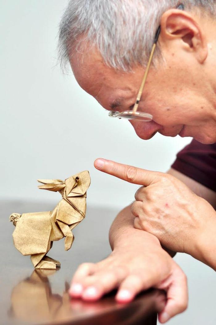 1-pliage-origami-facile-en-forme-de-lapin-origami-facile-de-couleur-beige