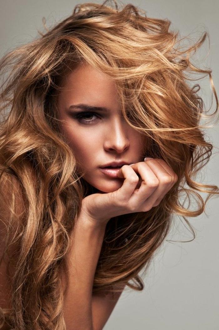1-quelle-couleur-de-cheveux-selon-les-dernieres-tendances-2016-blond-cuivré-femme