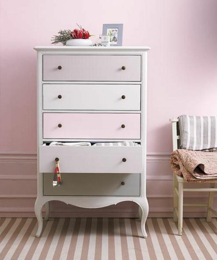 1-relooker-un-meuble-en-bois-comment-decorer-les-meubles-colorés-joli-commde-en-rose-pale