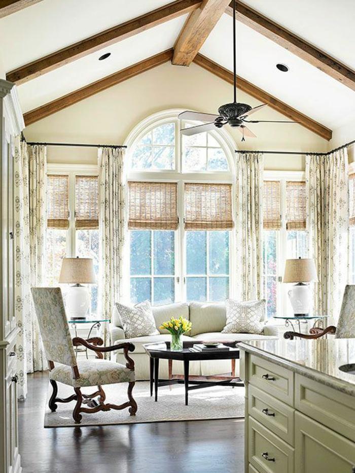 1-rideaux-fenetre-cuisine-dans-la-cuisine-sous-pente-meuble-beige-table-de-salon-en-bois