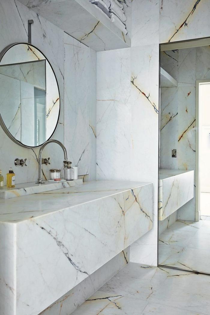 Peindre une salle de bain en 2 couleurs for Peindre du marbre salle de bain