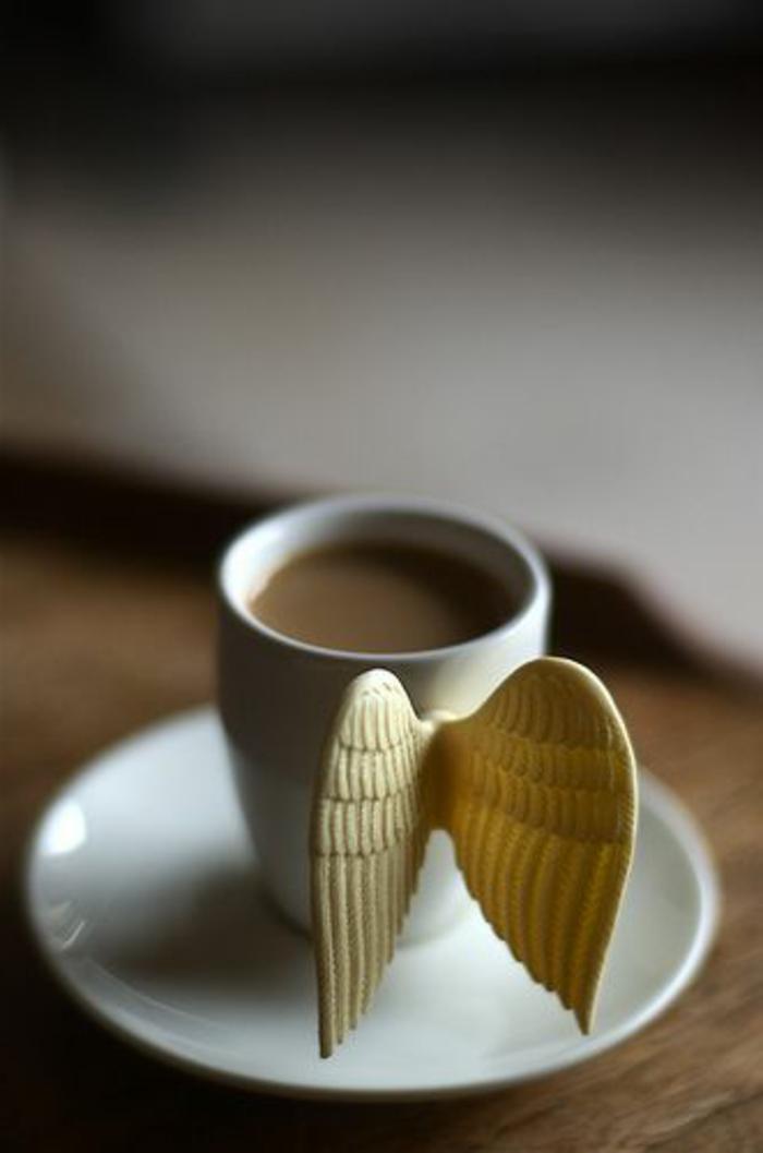 1-tasse-à-café-personnalisée-tasse-à-café-originale-avec-cafe-une-jolie-table-en-bois-massif