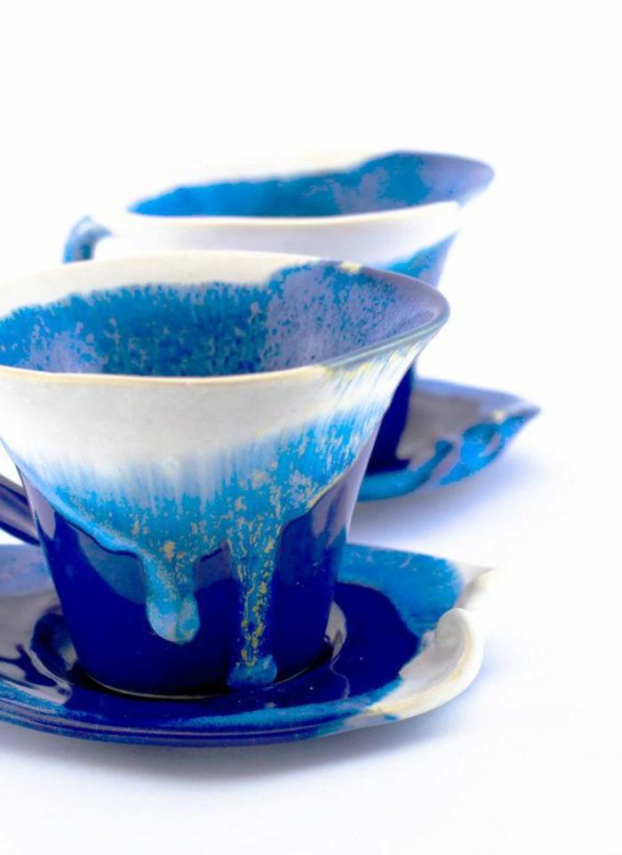 1-tasses-à-café-bodum-blanc-et-bleu-pour-boire-du-cafe-avec-du-style