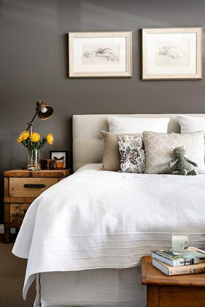 1-tete-de-lit-captionnée-pour-le-lit-retro-chic-dans-la-chambre-a-coucher-avec-murs-gris-et-fleurs