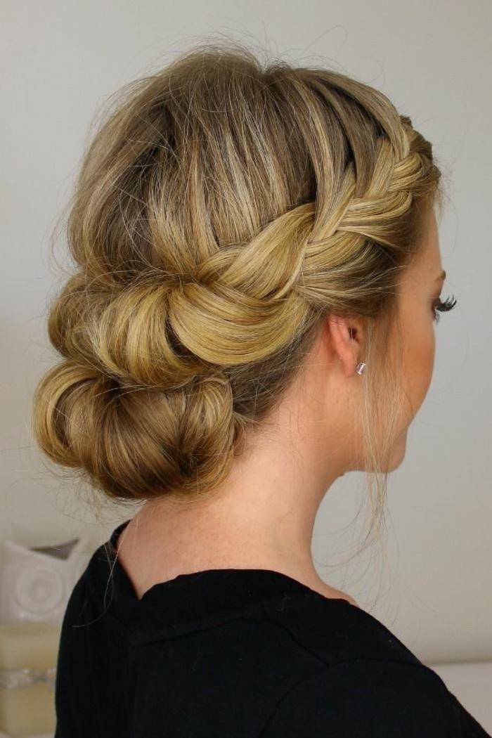 1-tuto-coiffure-cheveux-mi-long-cheveux-blonds-pour-une-jolie-coiffure-moderne