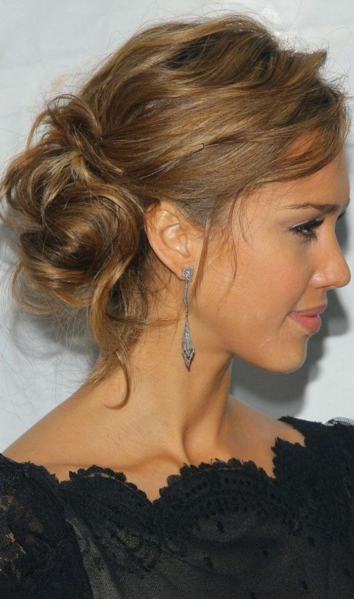 1-tuto-coiffure-cheveux-mi-long-jessica-alba-avec-jolies-boucles-d-oreille