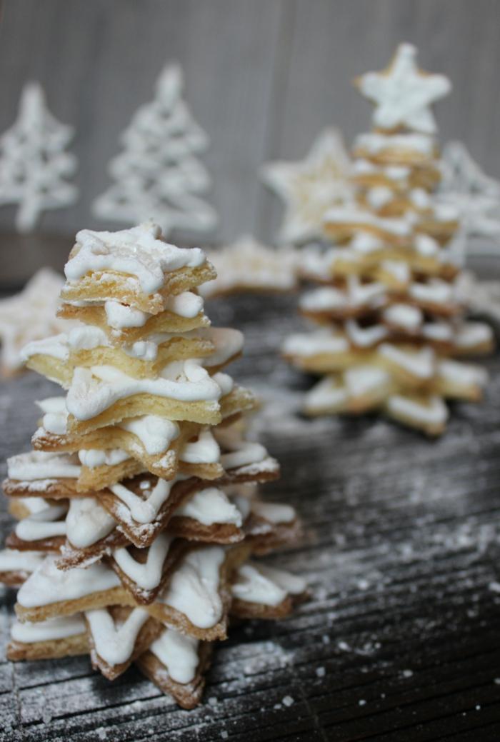 1-une-jolie-decoration-avec-biscuit-de-noël-bredele-alsacien-pour-la-table-de-noel