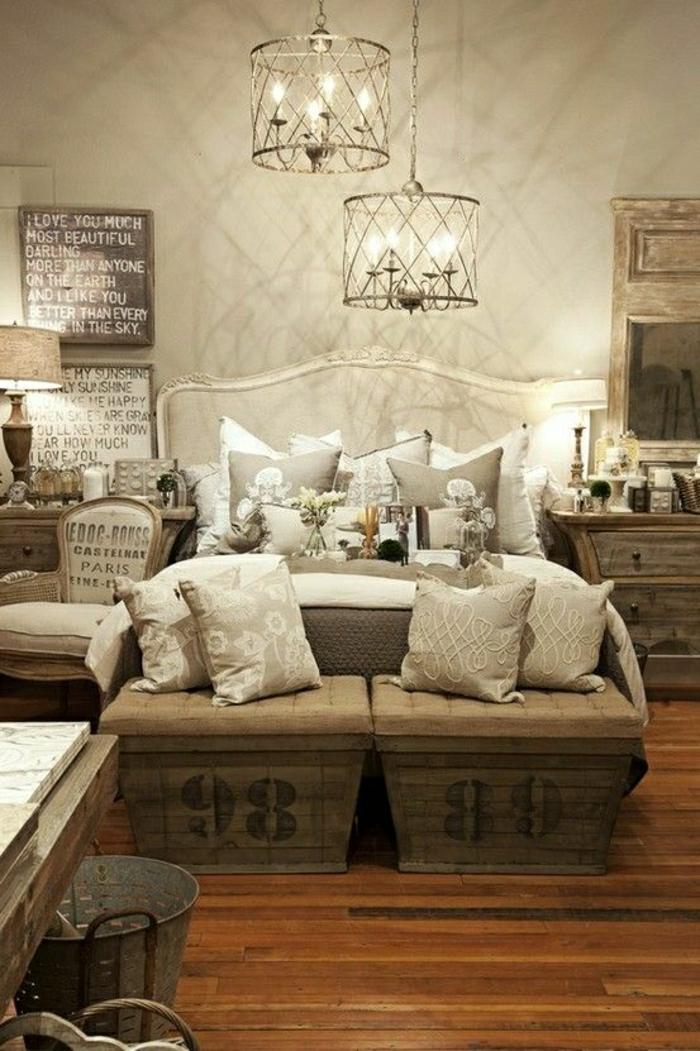 2-banquette-bout-de-lit-bout-lit-ikea-en-bois-linge-de-lit-beige-lustre-baroque-mur-beige