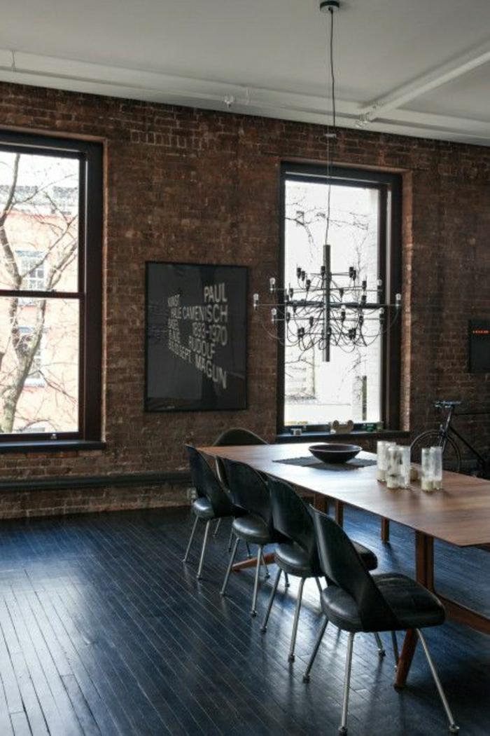 2-comment-amenager-le-meilleur-salle-de-sejour-chaises-noires-et-lustre-en-fer-forge