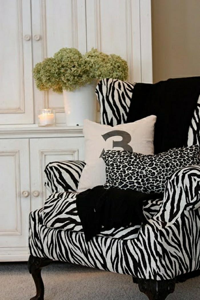 2-comment-choisir-votre-fauteuil-zebre-pour-un-salon-moderne-de-style-baroque