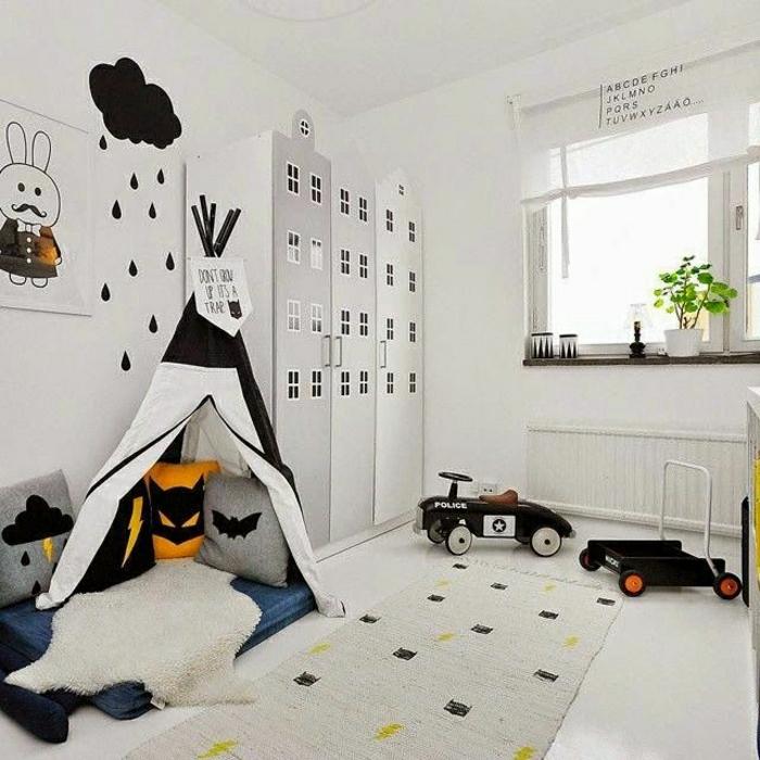 2-comment-decorer-un-pan-de-mur-blanc-et-sol-en-lino-blanc-fenetre-grande-plein-de-lumière