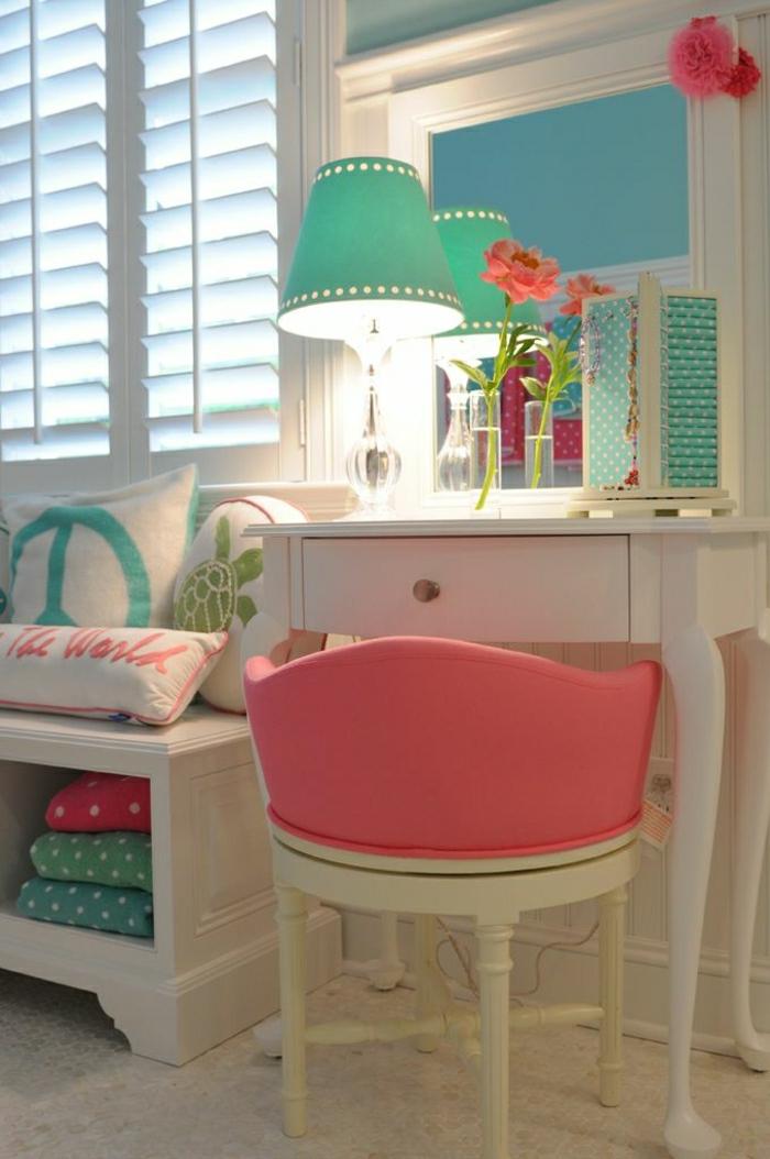 2-deco-chambre-ado-fille-chaise-rose-pale-meubles-de-couleurs-pales-colorés