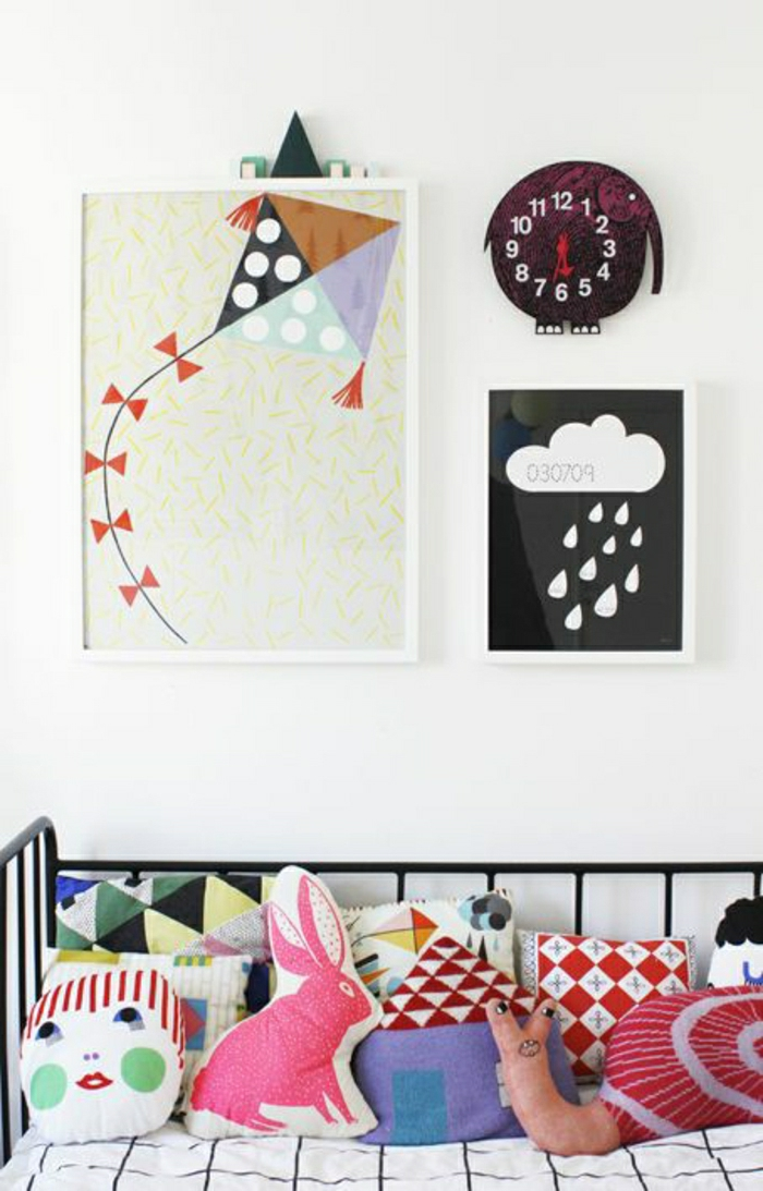 2-deco-murale-originale-deco-murale-chambre-d-enfant-avec-murs-blancs-decoration
